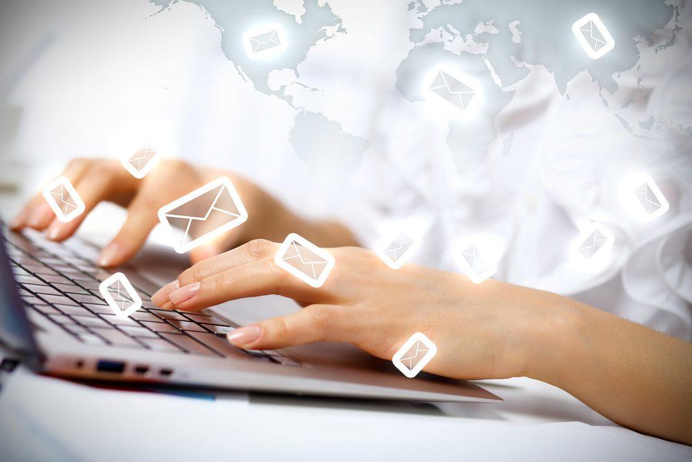 ¿Tu empresa tiene una cuenta del tipo info@tudominio.com? Echa un ojo a Front